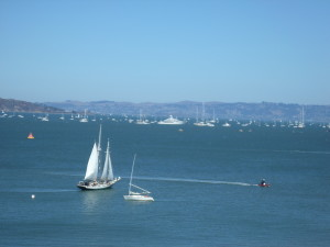 MANY BOATS ON SAN FRAN BAY WATCHING THE AMERICA'S CUP